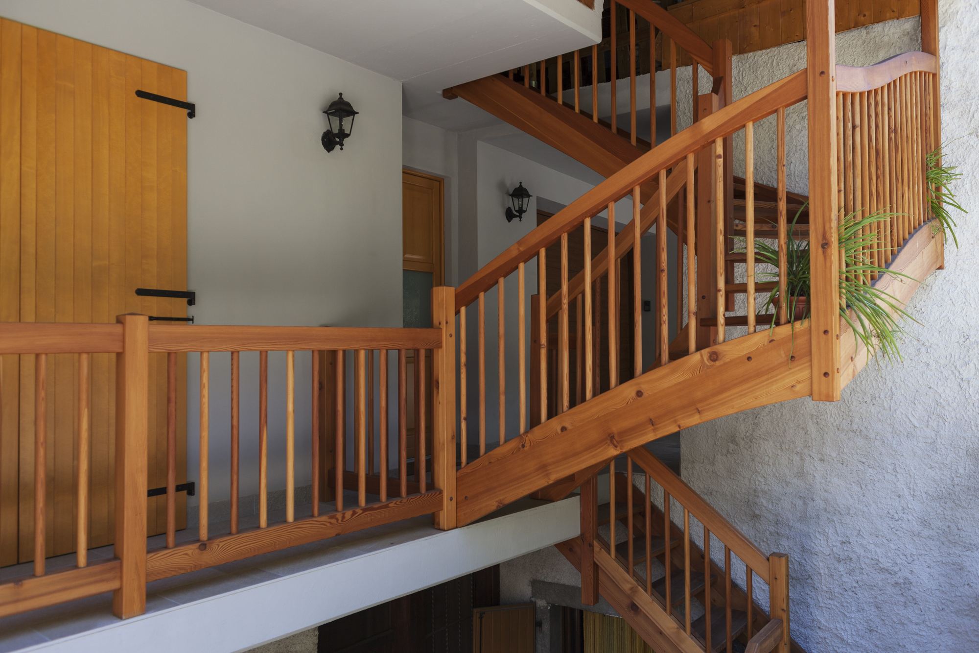 Scala Da Esterno In Legno : Progettazione e messa in opera di scale per interni ed esterni